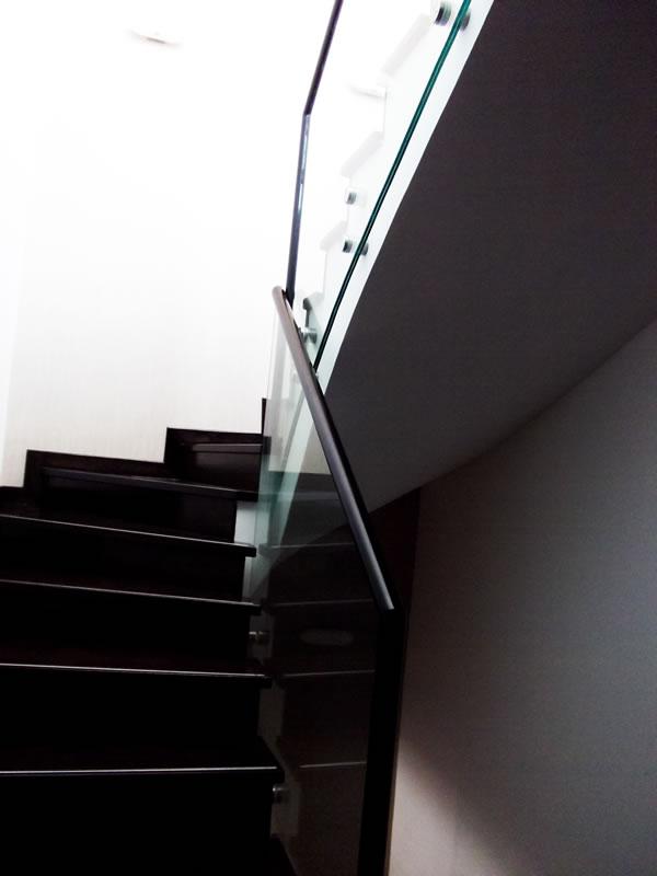 balustrada de sticla scara rezidentiala